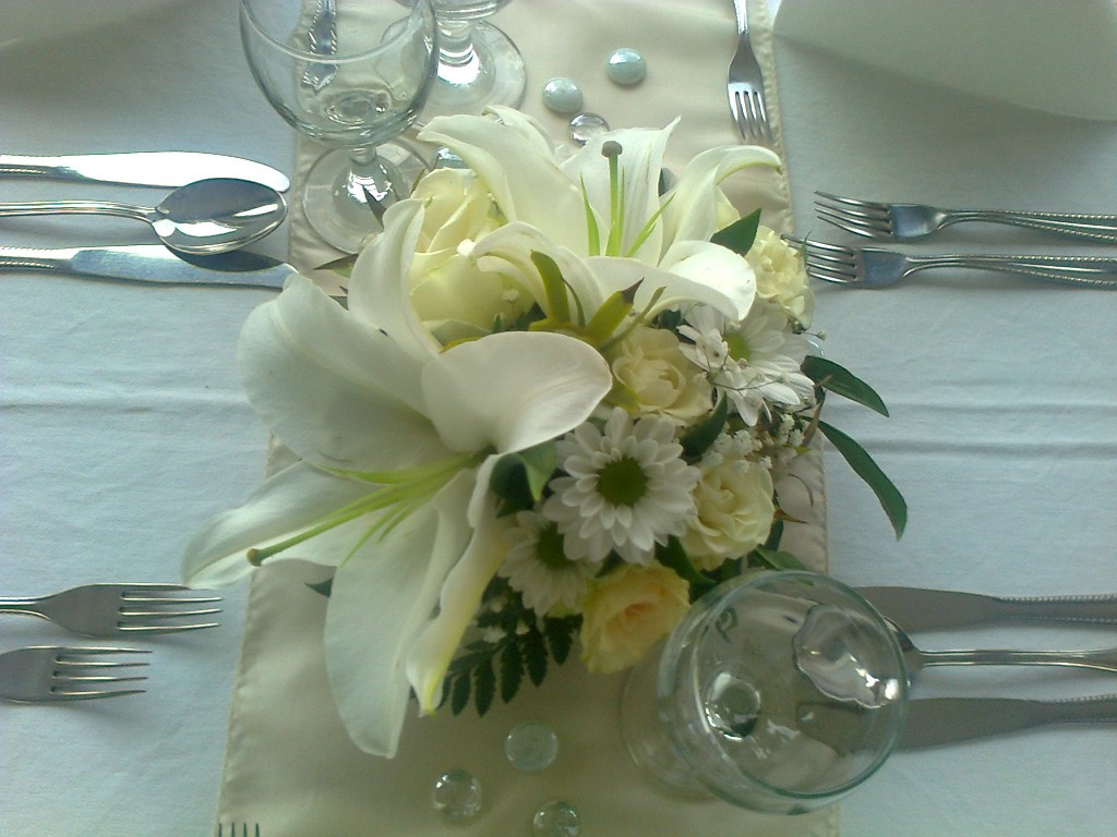 White Flower Decoration Budapest Europa Ship Surcharge