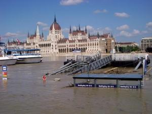 Batthyany Square Budapest Flooding Danube Klein