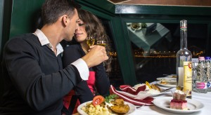 Budapest Buffet Dinner Cruise Romantic Couple