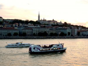 80 minutes Sightseeing on the Danube