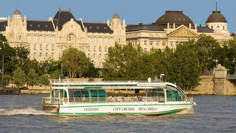 5.45pm Sightseeing Guided Cruise in Budapest