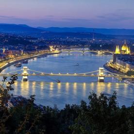 Wine Tasting Casino Cruise in Budapest