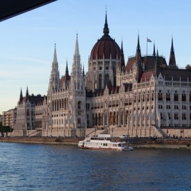 Budapest Budget Cruise & Parliament Tour Booking