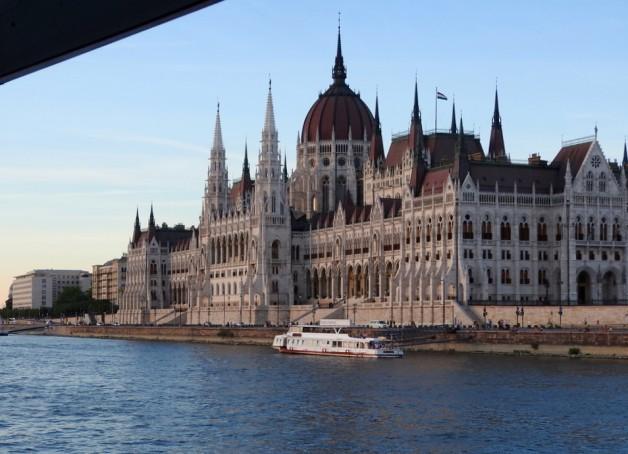 Budapest Cruise & Parliament Tour