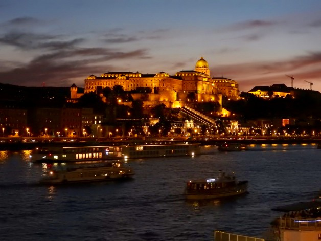 Hungarian Dinner & Wine Tasting Cruise in Budapest