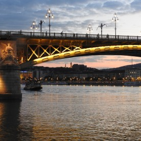 Budapest Evening Walking Tour & Cruise