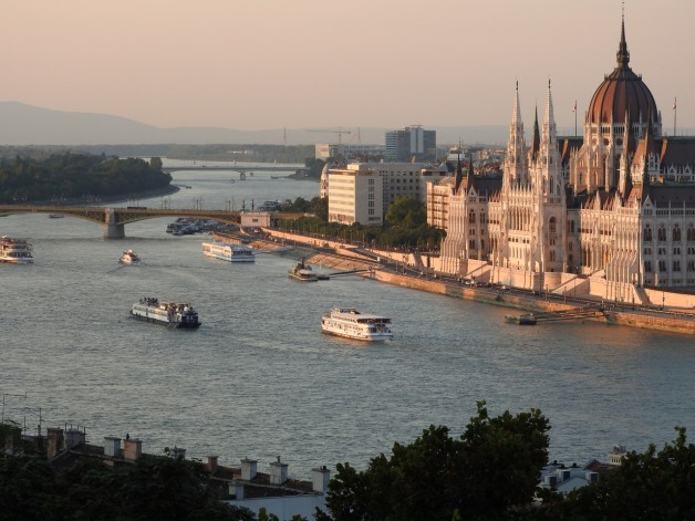 4-Course Dinner Menu I. on River Cruise – Private Boat Rental