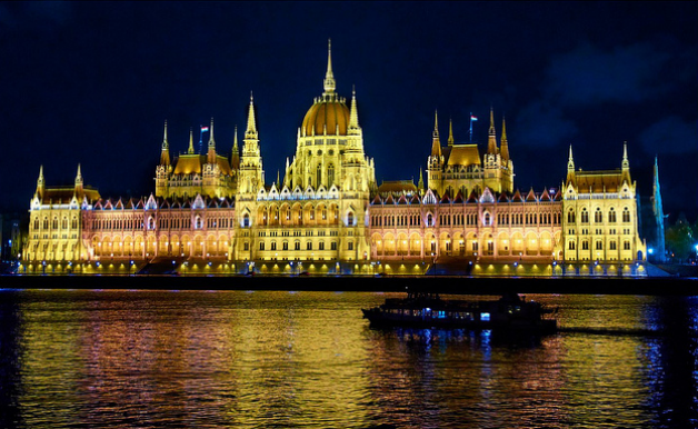 Budapest Late Night Dinner Cruise with live Music