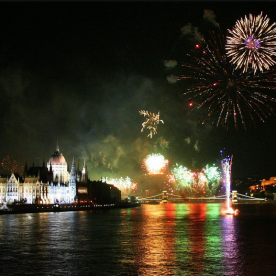 Fireworks Show Buffet Dinner Cruise & Live Music in Budapest 2021