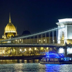 Light Budapest Dinner Cruise with Folk Dance Show