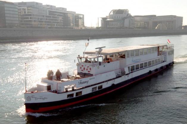 Fanni – Private Boat Rental Budapest
